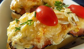 Zapečená bageta se žampionovými vejci, slaninou a sýrem