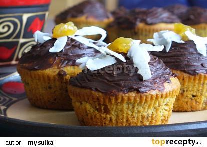 Muffiny s brusinkami a kandovanou pomerančovou kůrou