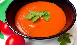 Polévka z pečených rajčat s řapíkatým celerem a pórkem