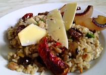 Rizoto à la Krkovička z králičích jater, hub a sušených rajčátek