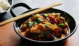 Rychlé kuřecí nudličky se zeleninou ve sladkokyselé omáčce