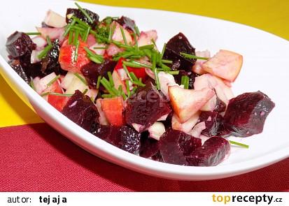 Salát z červené řepy a jablek
