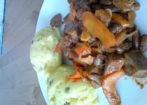 Vepřová játra se zeleninou a bramborovou mozaikou