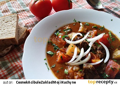 Guláš s hovězím, celerem a rajčaty