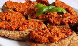 Pomazánka ze sušených rajčat s ořechy a bazalkou