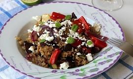 Quinoa s pečenou zeleninou a balkánským sýrem
