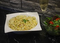 Špagety s rozmarýnovo-pistáciovou posypkou