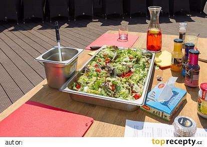 Jednoduchý salát ke grilu