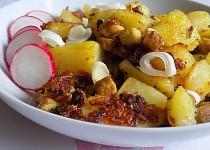 Pečené brambory s tofu, česnekem a sušenou cibulí