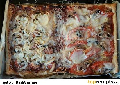 Rychlá domácí pizza na listovém těstě