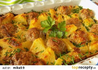Zapečené mleté kuličky s bramborami a smetanou