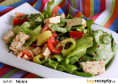 Zeleninový salát s tofu chilli