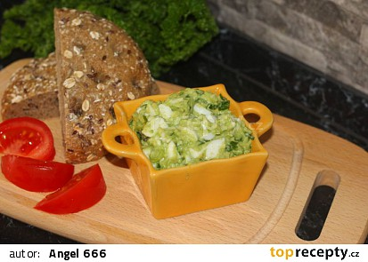 Avokádová pomazánka s vejci a jarní cibulkou