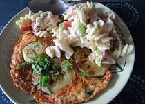 Cuketová omeleta s těstovinovým salátem