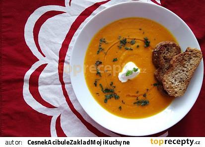 Dýňová polévka s meduňkou