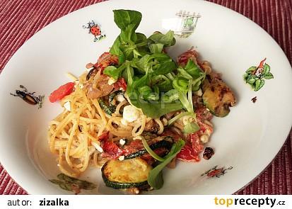 Express špagety s cuketou, rajčaty a cottage sýrem