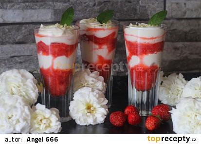 Jahodový pohárek s tvarohem a bílou čokoládou