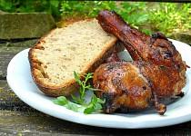 Jednoduchá kuřecí stehna z grilu