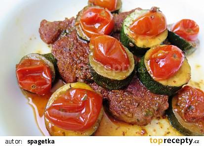 Krkovička s cuketou a rajčátky