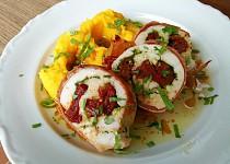 Kuřecí rolky se sušenými rajčaty a bramborovo-dýňovou kaší