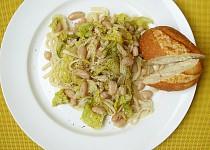 Linguine s česnekovou kapustou a bílými fazolemi