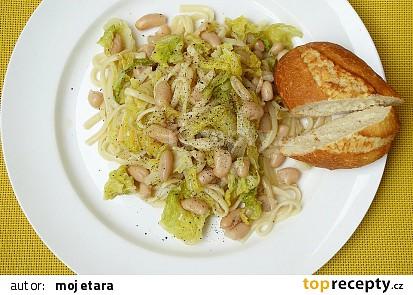 Linguiny s česnekovou kapustou a bílými fazolemi