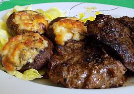 Portobello plněné šunkou, Nivou a smetanou s restovanými vepřovými játry