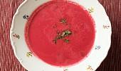 Zářivě růžová polévka