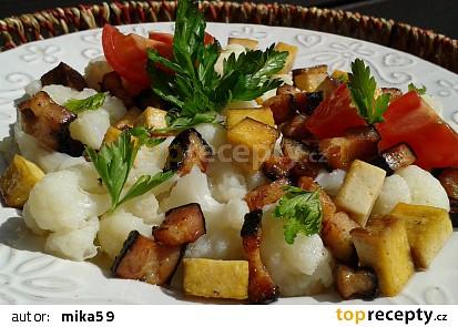 Květák se slaninou a uzeným tofu