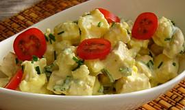 Květákový salát s vejci a kuřecím masem