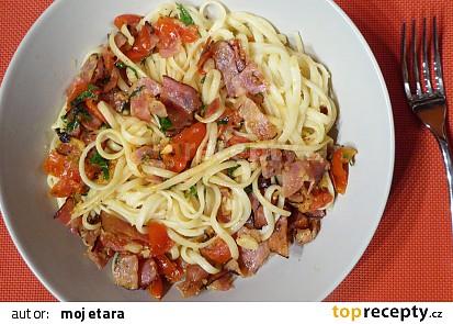 Linguine se slaninou, rajčaty a parmezánem