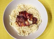 Parmezánové špagety se slaninou a mozzarellou