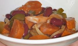 Salát ze špekáčků a  fazolí