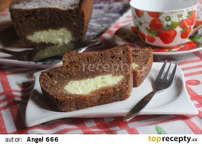 Skořicový chlebíček s tvarohovým středem