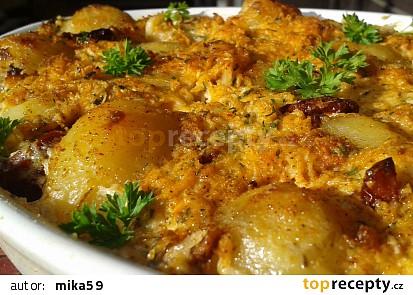 Zapečené brambory se smetanou a vepřovým masem