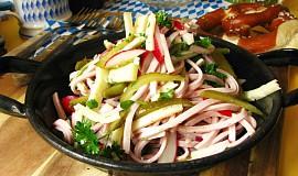 Bavorský wurstový salát