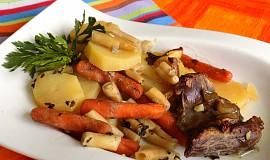Jehněčí plátky na zelenině