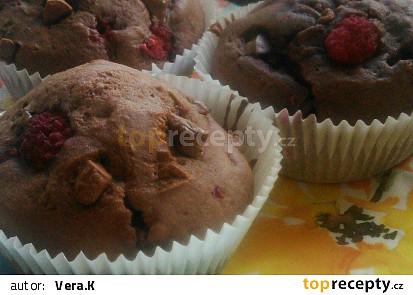 Malinové muffiny s kousky čokolády