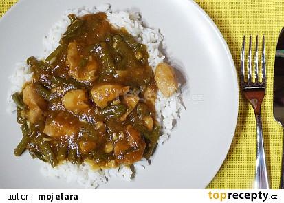 Pikantní česnekové kuře se zelenými fazolkami