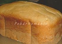 Toustový chleba z pekárny