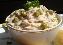 Domácí pochoutkový salát - téměř retro