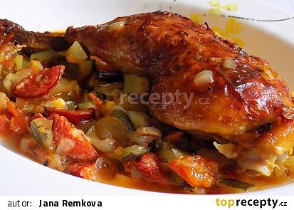 Kuřecí stehna na pikantní zelenině
