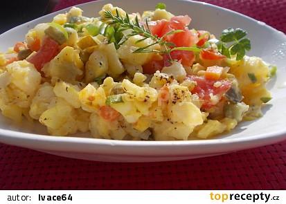Letní bramborový salát s naloženou  steril. zeleninou a jablky