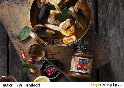 Polévka Tom Yum s plody moře