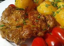 Křenová krkovička pečená s brambory