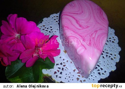 Mini dortíčky:jogurtovo tvarohové s ostružinovou příchutí a polevou MIRROR