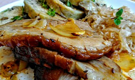Pečený bůček na uzené paprice, cibuli a česneku