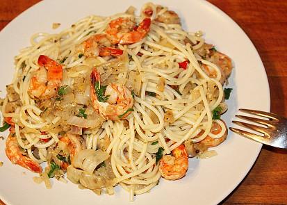 Peprné krevety objímané špagetami