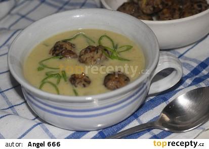 Pórková polévka s houbovými knedlíčky