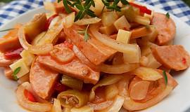 Špekáčkový salát se sýrem